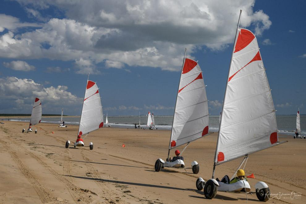 Char à voile sur la plage des bélougas à la faute sur mer en vendée