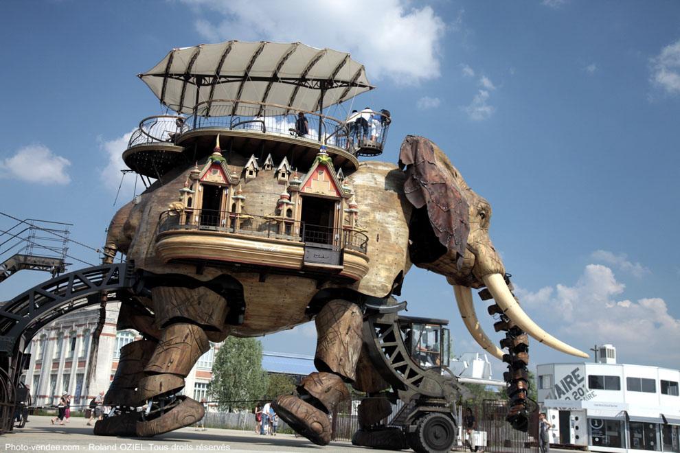 L'éléphant des Machines de l'Ile proche de nos gîtes et chambres d'hôtes