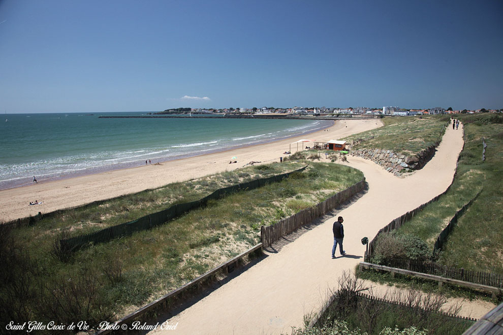 Chemin côtier sur les dunes de saint gilles croix de vie