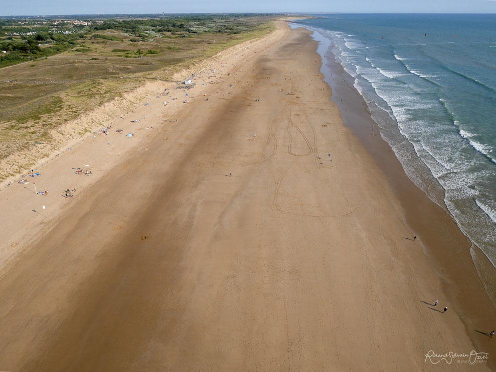 Photo aérienne de la plage de saint gilles croix de vie